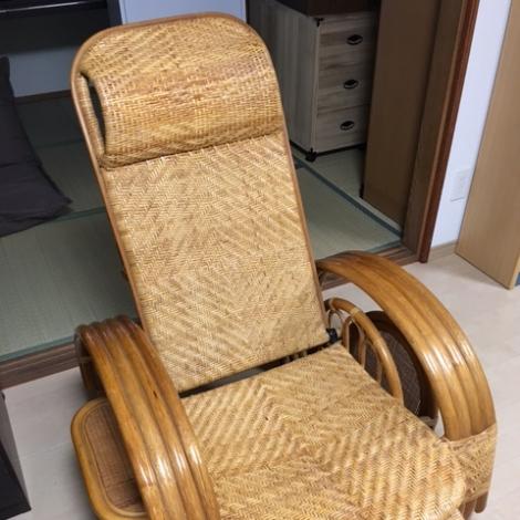 リサイクル & アウトレット はっぴー 籐製リクライニング座椅子サイドテーブル・マガジンラック付き