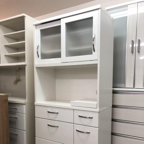 リサイクル & アウトレット はっぴー 【美品】ニトリ 90cm幅キッチンボード 食器棚 収納家具 鏡面仕上げホワイト♪