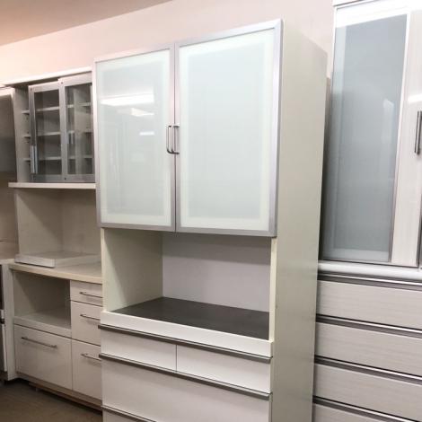 リサイクル & アウトレット はっぴー 【美品】便利♪ 90cm幅キッチンボード 食器棚 収納家具 鏡面仕上げホワイト♪