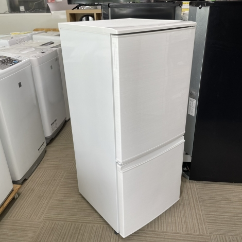 リサイクル & アウトレット はっぴー ①【激安商品】シャープ 2016年製 137Lノンフロン冷凍冷蔵庫 ホワイト♪
